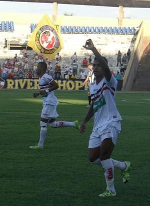 Rogério comemora gol do River-PI (Foto: Érica Maciel Paz)