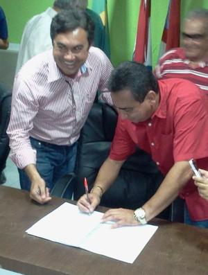 Marcos Barbosa foi aclamado presidente do CRB  (Foto: Denison Roma)