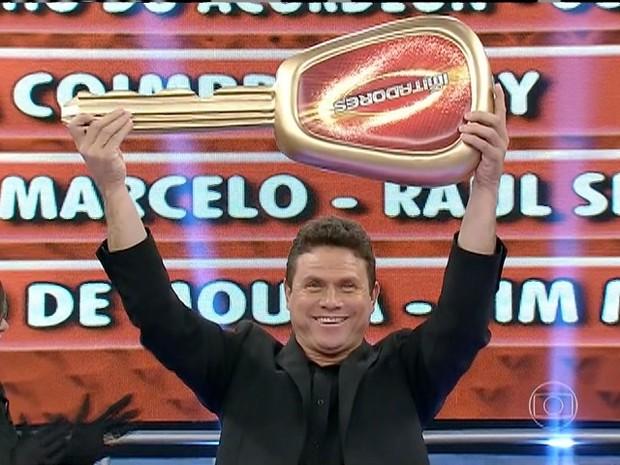 Além do título, Anunciato Rodrigues ganhou um carro 0 km (Foto: Reprodução/TV Anhanguera)