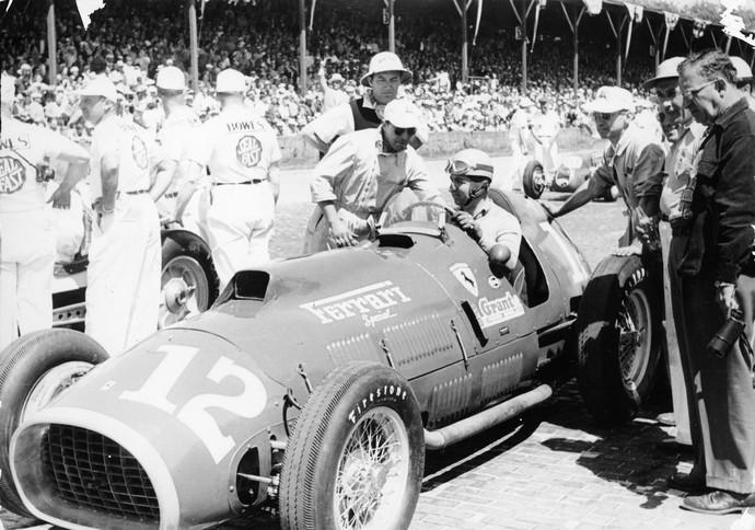 Alberto Ascari na Indy 500, em 1952, com sua Ferrari  (Foto: Getty Images)