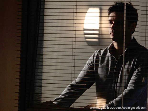 Érico visita a ex-noiva na UTI  (Foto: Sangue Bom / TV Globo)