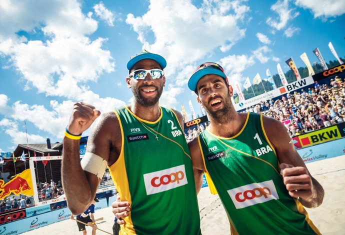 Pedro Solberg e Evandro celebram conquista antes dos Jogos do Rio (Foto: Martin Steinthalher/Divulgação)