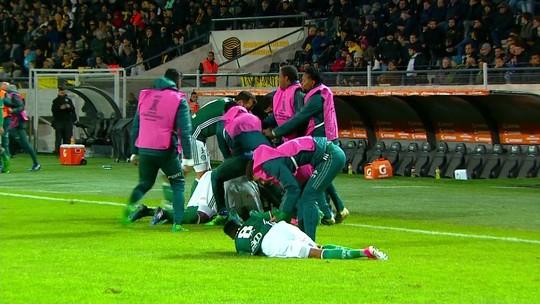 Palmeiras se supera fora de casa, bate o Peñarol de virada e jogo termina em pancadaria