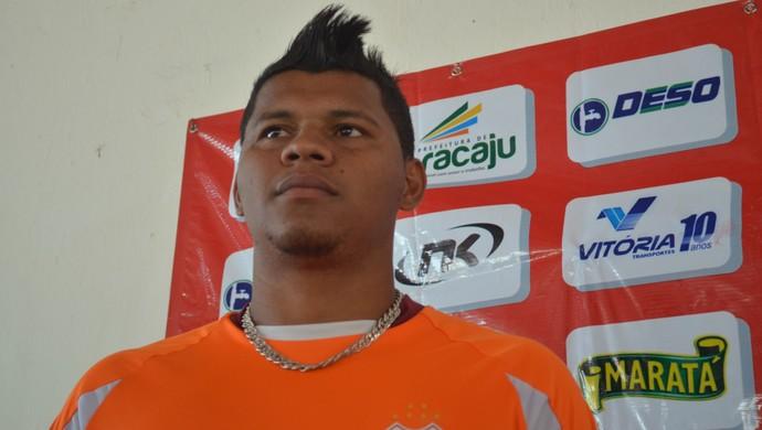 Diego Neves não teme pressão por troca (Foto: Thiago Barbosa)
