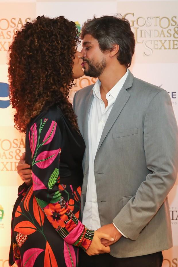 Juliana Alves e o marido (Foto: Manuela Scarpa/Brazil News)
