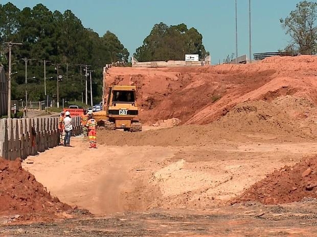 Obras na BR-116 estão atrasadas no RS (Foto: Reprodução/RBS TV)