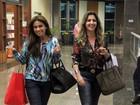 Giovanna Antonelli janta com amiga em shopping e brinca com fotógrafo