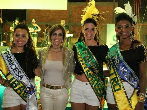 1ª Princesa Danielly Galdino, de Tibagi; prefeita de Tibagi, Angela Mercer de Mello; a Rainha Juliene Rosa, de Ponta Grossa; e a 2ª Princesa, Marina dos Santos (Foto: Divulgação/Prefeitura)