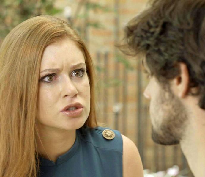 Depois de beijar Arthur, Eliza pede perdão a Jonatas (Foto: TV Globo)