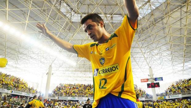 Falcão comemora o título do Grand Prix 2011, em Manaus (Foto: Cristiano Borges/CBFS)