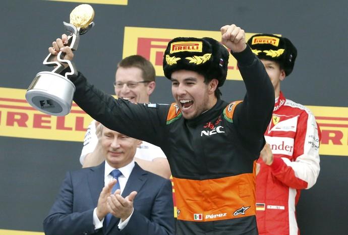 Sergio Pérez comemora terceiro lugar no GP da Rússia (Foto: Reuters)