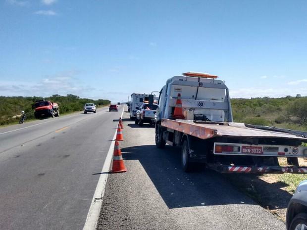 Acidente ocorreu em trecho da BR-116, na região de Poções (Foto: Blog do Jeferson Almeida)