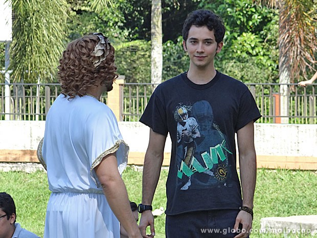 Ben mostra que entende a matéria e conquista o professor (Foto: Malhação / TV Globo)