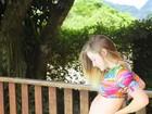 Vitoria Frate posa de biquíni e mostra barrigão de 6 meses de gravidez