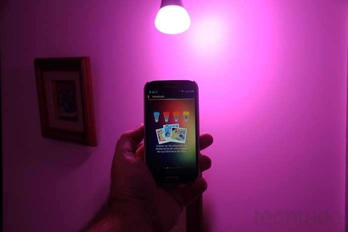 Lâmpadas smart podem ser controladas pelo dispositivo móvel (Foto: Divulgação/ Philips)
