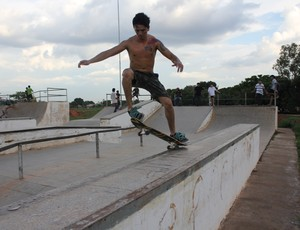Herlon Ferreira anda de skate há sete anos (Foto: Hugo Crippa/GLOBOESPORTE.COM)