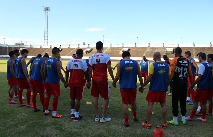 Jogadores do Comercial-MS antes do treino coletivo no Morenão (Foto: Hélder Rafael)