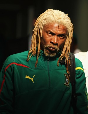 Rigobert Song (esq.) é o jogador de Camarões com mais cartões em Copas do Mundo (Foto: Getty Images)