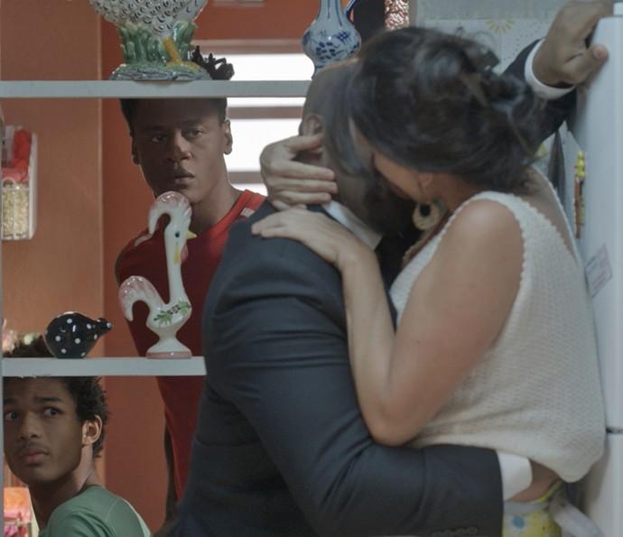 Montanha e Wesley ficam chocados com a pegação! (Foto: TV Globo)