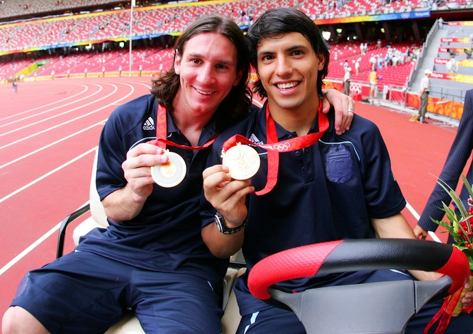Messi Agüero Argentina medalha de ouro 2008 (Foto: Getty Images)