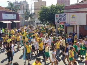 Manifestação em Limeira (Foto: G1)