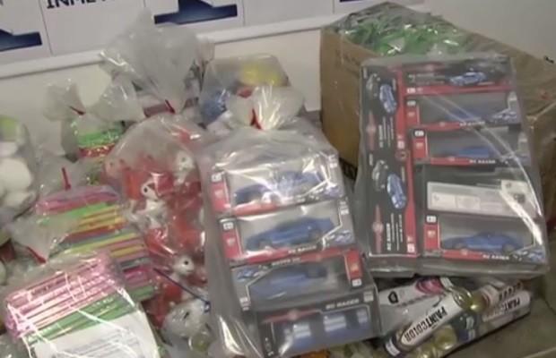 Operação recolhe 10 mil brinquedos irregulares em lojas de Goiânia, Goiás (Foto: Reprodução/TV Anhanguera)