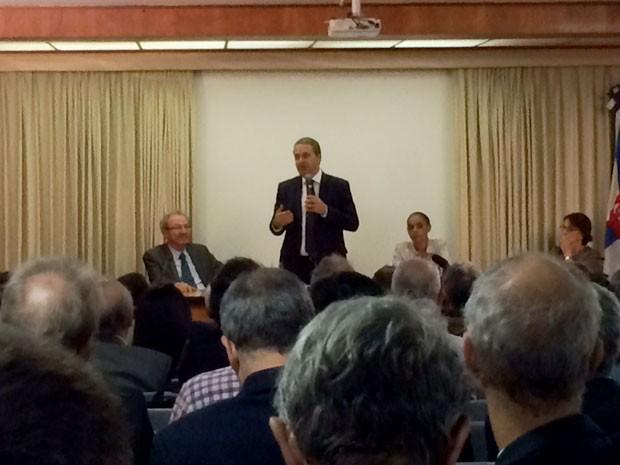 Eduardo Campos participou de palestra na Academia Brasileira de Ciência (Foto: Marcelo Elizardo / G1)