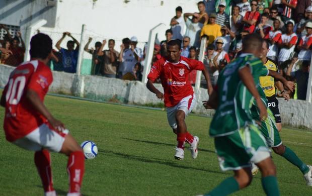 Mesmo com lance bizarro, Sergipe vence por 1 a 0 (Foto: João Áquila/GLOBOESPORTE.COM)