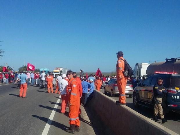 Segundo a PRF, cerca de 150 pessoas participaram da manifestação nesta manhã na BR-304, em Mossoró (Foto: PRF/Divulgação)