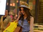 Bruna Marquezine curte dia de compras em shopping do Rio