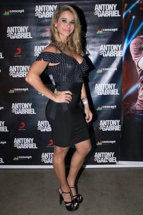 Dany Bananinha em show em Londrina, no Paraná (Foto: Deividi Correa/ Ag. News)