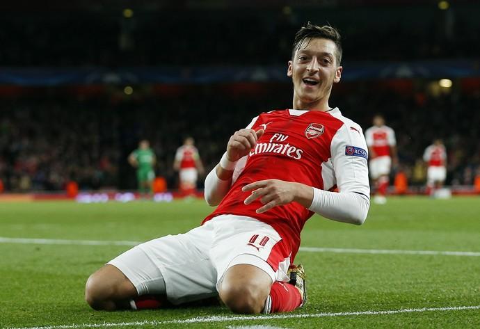 Özil comemora gol do Arsenal (Foto: Reuters / Andrew Couldridge)