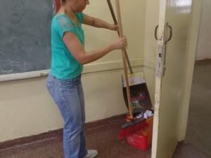 Limpeza foi feita no pátio e em salas de aula da escola (Foto: Soráia Inácio/ Arquivo Pessoal)