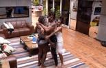 Renan dança entre Adélia e Juliana enquanto acontece Festa Celebridade