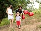 Sertanejo Hudson posa em família e comemora gravidez da mulher, Thayra