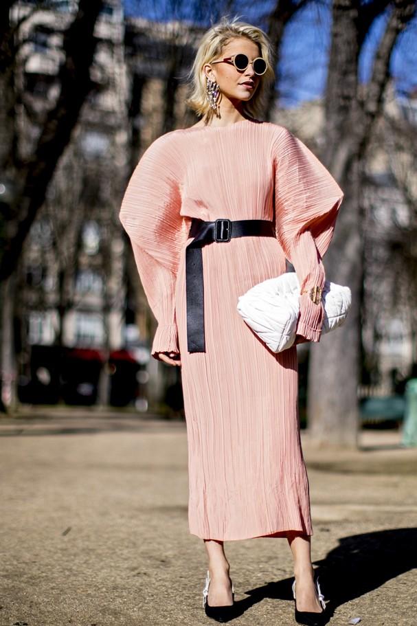 Deixe a cintura bem marcada na hora de usar mangas bufantes! (Foto: IMaxTree)