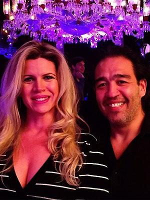 Cida com o marido, o empresário Ricardo Saito. (Foto: Reprodução)