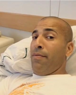 Emerson Sheik no hospital (Foto: Reprodução / Instagram)