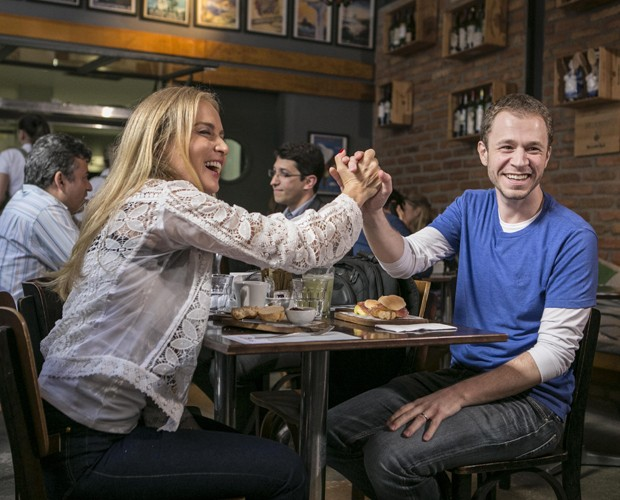 Angélica e Tiago Leifert se divertem no Estrelas (Foto: Inácio Moraes / TV Globo)