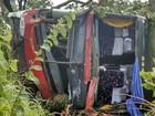 Ônibus sai da pista e tomba na BR-364, entre Mineiros e Jataí