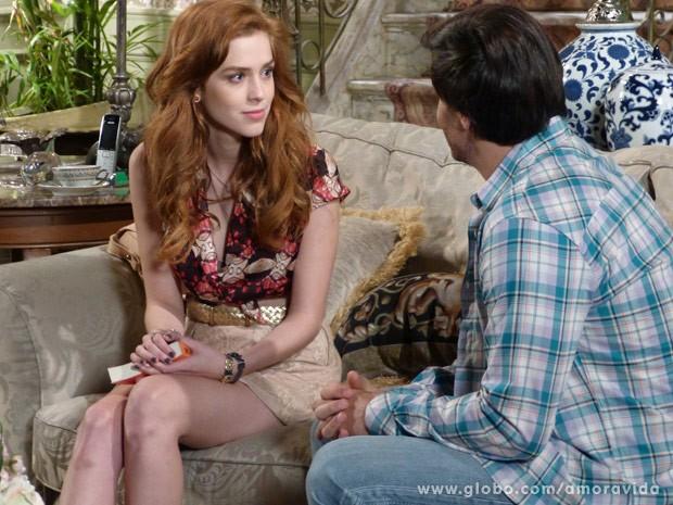 Eles conversam e rola clima (Foto: Amor à Vida\ TV Globo)