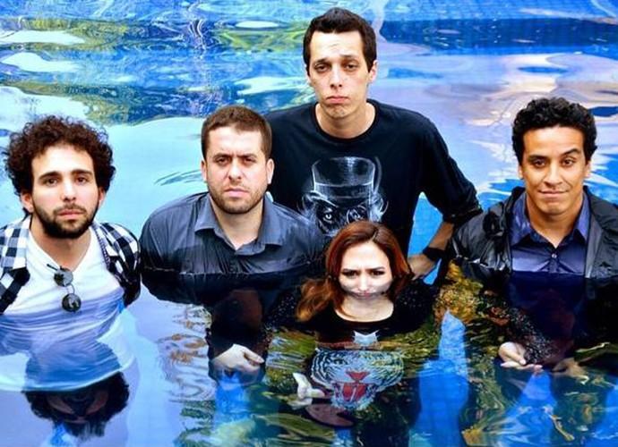 Tatá Werneck ao lado dos integrantes da Banda Renatinho: Murilo Couto, Mauricio Meirelles, Nil Agra e Marcão (Foto: Divulgação)