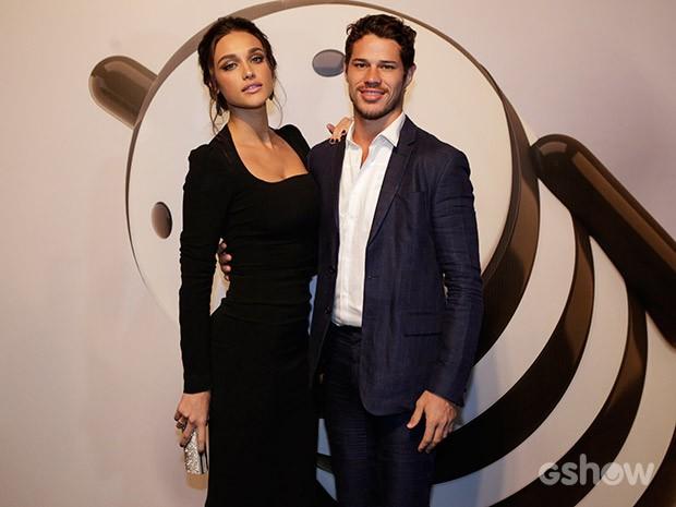 Simpático como sempre, o casal chegou junto à festa (Foto: Fábio Rocha/TV Globo)
