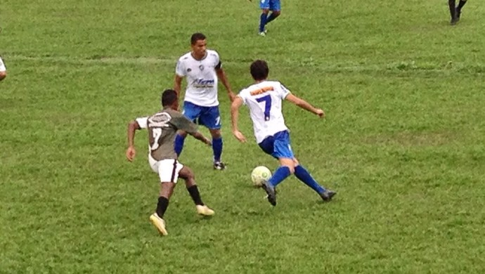 Com cinco gols de Héder, o Paraíso goleou o Imagine no estádio Castalheirão (Foto: Alexandre Alves/TV Anhanguera)