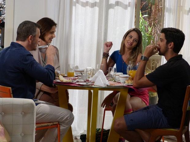 Fatinha, superdescolada, ficou como no almoço? Total íntima (Foto: Malhação / TV Globo)