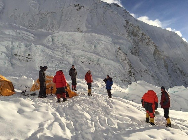 O  acampamento base do Everest após a tragédia
