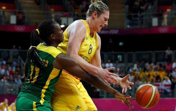 basquete batkovic austr&#225;lia e Clarissa brasil londres 2012 (Foto: Ag&#234;ncia Reuters)