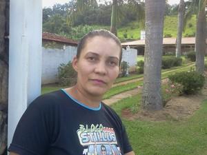Sandra de 38 anos foi quem achou o recém-nascido (Foto: Sandro Zeppi / TV TEM)