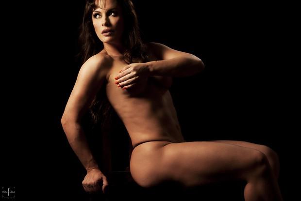 Aos 43 anos, Núbia Óliiver posa sensual e provoca (Foto: Edu Fuica/R2assessoria)