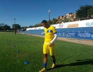 Zagueiro Walter fez testes físicos nesta terça (Foto: Augusto Oliveira / GloboEsporte.com)